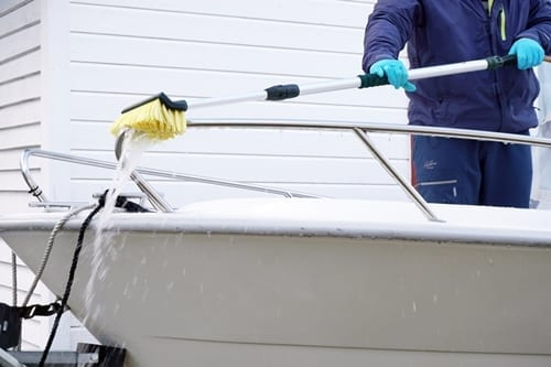 Washing boat with brush