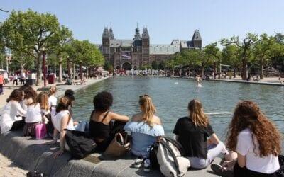 จัตุรัสพิพิธภัณฑ์ กรุงอัมสเตอร์ดัม  |  พื้นที่ความสุข แด่ทุกๆ คน ทุกฤดูกาล